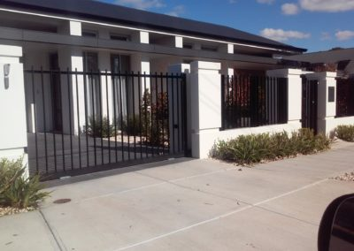 Automated electric sliding driveway gates