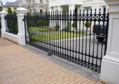 Automated electric, inward opening driveway gates