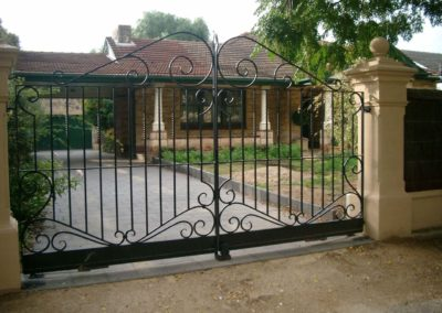 ornate-victorian-design-black-double-driveway-gates