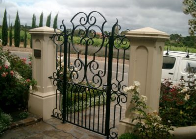 ornate-lockable-modern-design-steel-entrance-gate-with-complimentary-side-panels